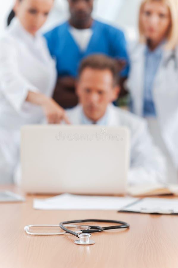 Möte av medicinska experter arkivfoton