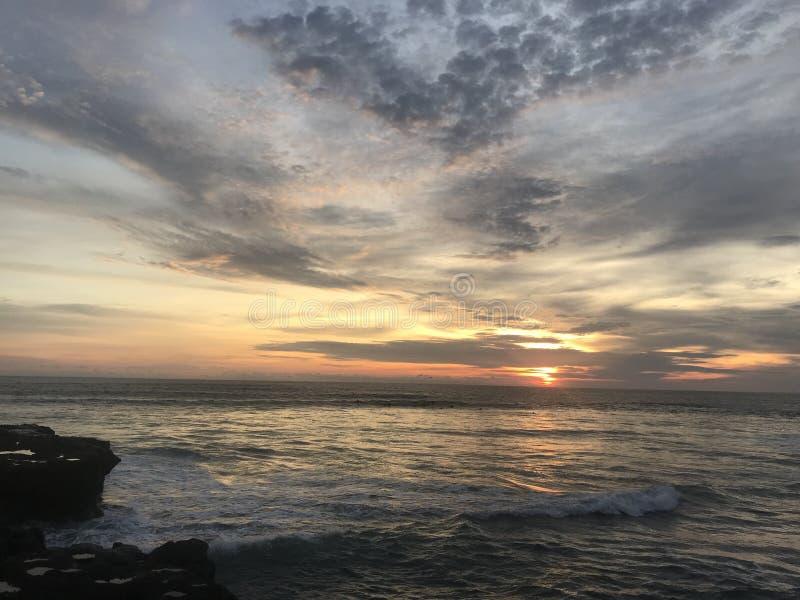 Möte av solnedgångar på Bali fotografering för bildbyråer