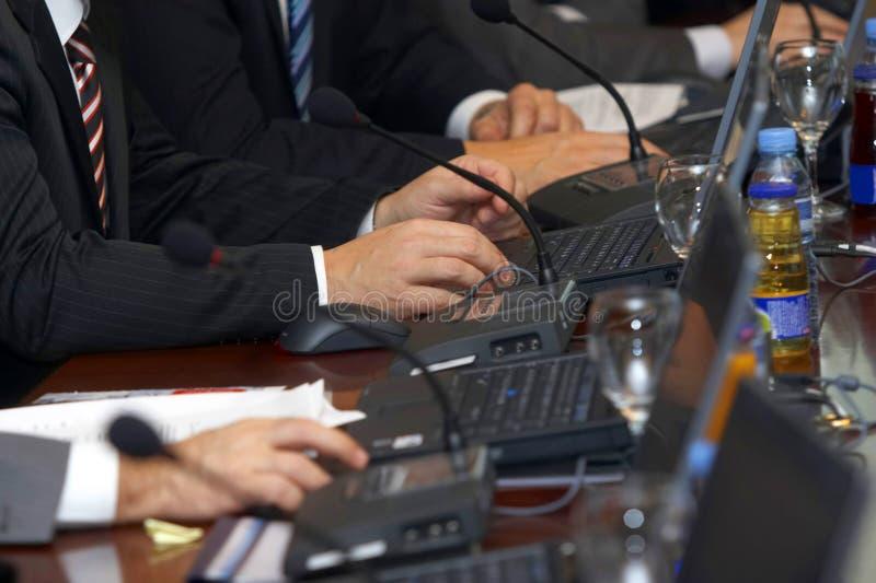 möte för 5 bärbar dator royaltyfria bilder