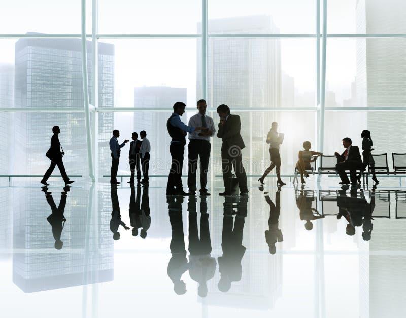 Möte för företags affär i en byggnad royaltyfria foton