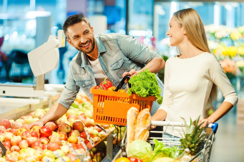 Möte i supermarket royaltyfri foto
