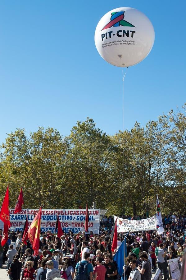 Möte på dagen av arbetarna i staden av Montevideo royaltyfri foto