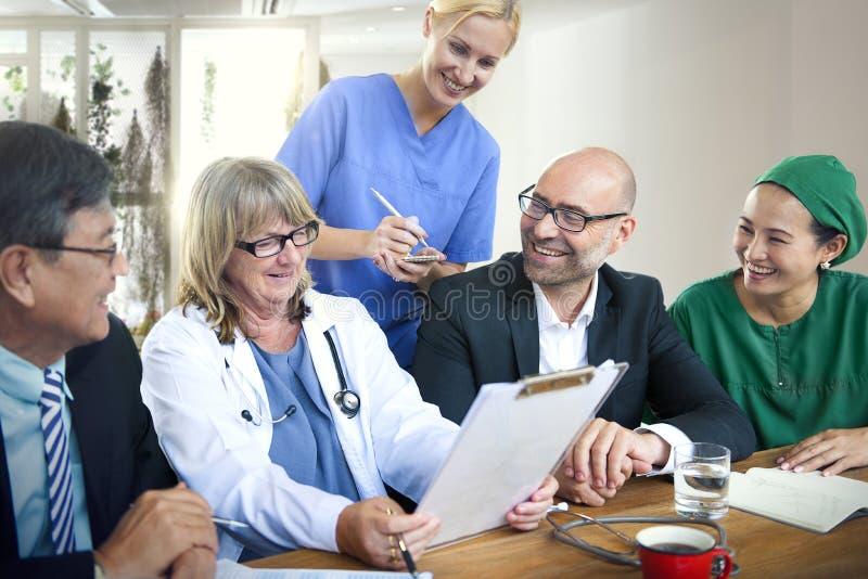 Mötebegrepp för doktor Teamwork Diagnosis Corporate fotografering för bildbyråer