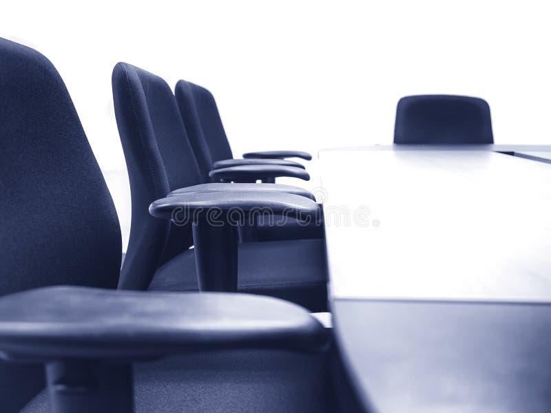 Mötesrum med tabellen placerar affärsidé royaltyfria bilder