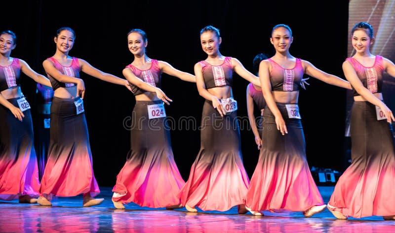 Múltiplex 1 del Bambusa del claro de luna - demostración popular de la Danza-graduación de Dai del departamento de la danza fotografía de archivo libre de regalías