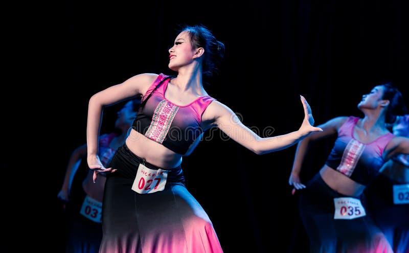 Múltiplex 3 del Bambusa del claro de luna - demostración popular de la Danza-graduación de Dai del departamento de la danza fotografía de archivo libre de regalías