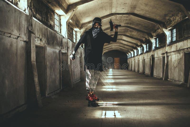 Mún gángster de sexo masculino en máscara imagen de archivo libre de regalías