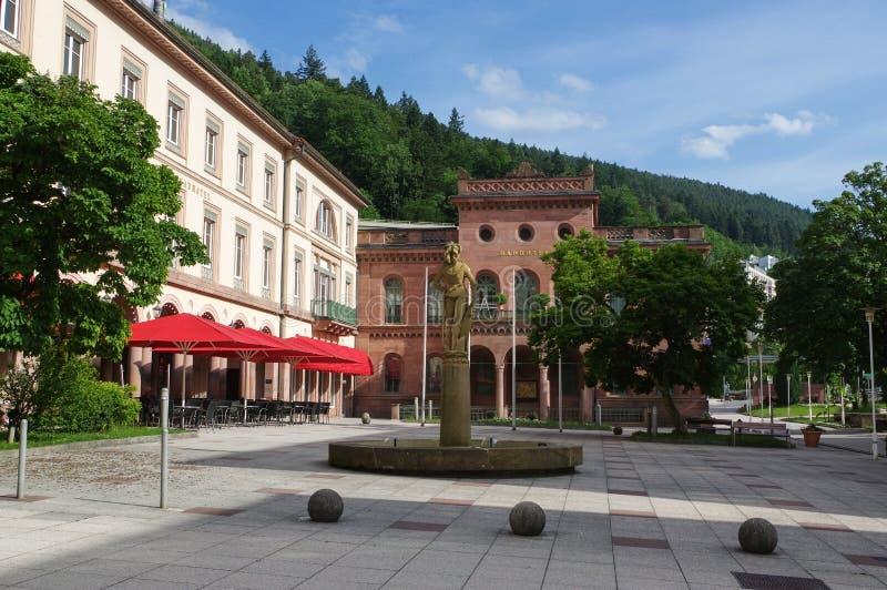 MÚN WILDBAD, ALEMANIA - 28 DE JUNIO DE 2015: el Kurplatz cuadrado, Palais Badhotel anterior termal, Baden-wurttemberg, Schwarzwal fotos de archivo
