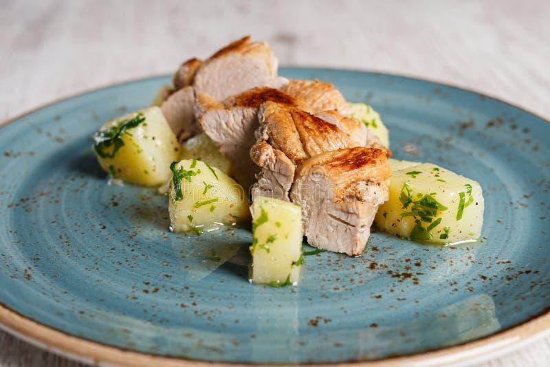 Músculo cozido da carne de porco com batatas imagens de stock