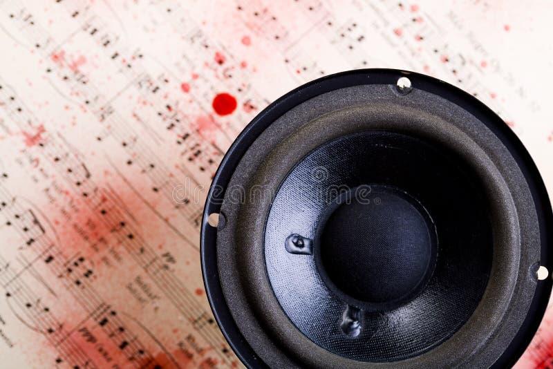 Música - altofalantes e notas fotografia de stock