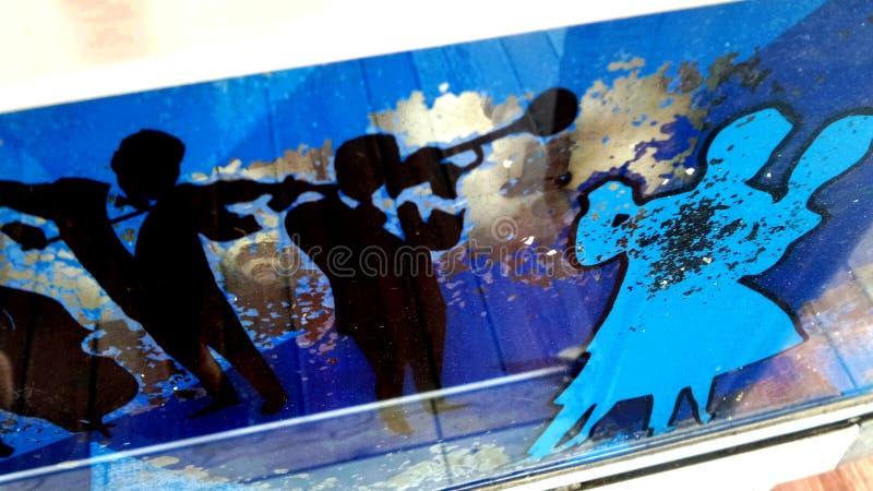Música azul na noite azul foto de stock royalty free