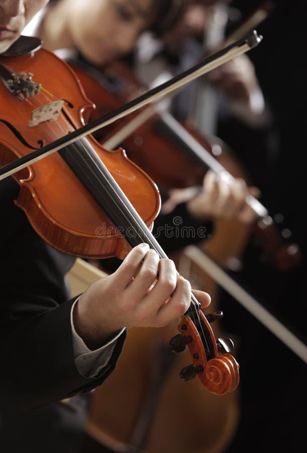 Música clásica. Violinistas en concierto imágenes de archivo libres de regalías