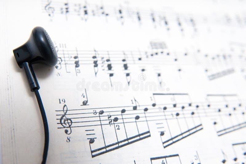 Música clássica que escuta fotografia de stock royalty free