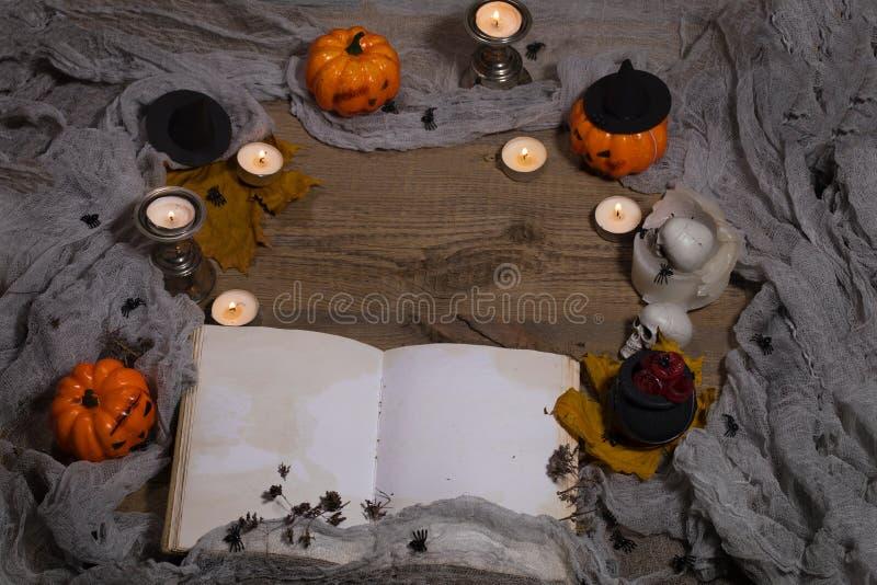 Música da noite Livro aberto do bewithcment imagem de stock royalty free