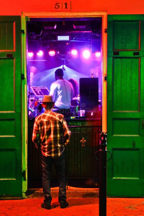 Música da rua de Nova Orleães Bourbon em Razzoo foto de stock royalty free