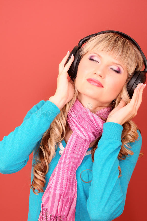 música de escuta das mulheres imagens de stock