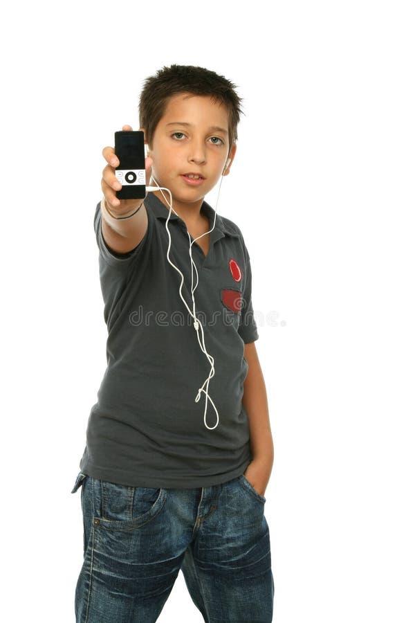 Música de escuta do menino fresco com imagens de stock