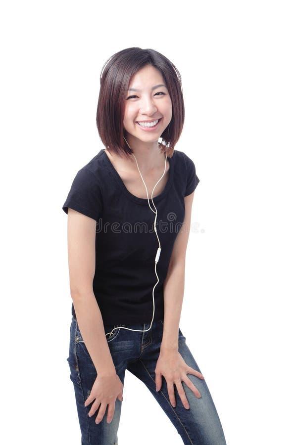 Música de escuta feliz da rapariga imagens de stock