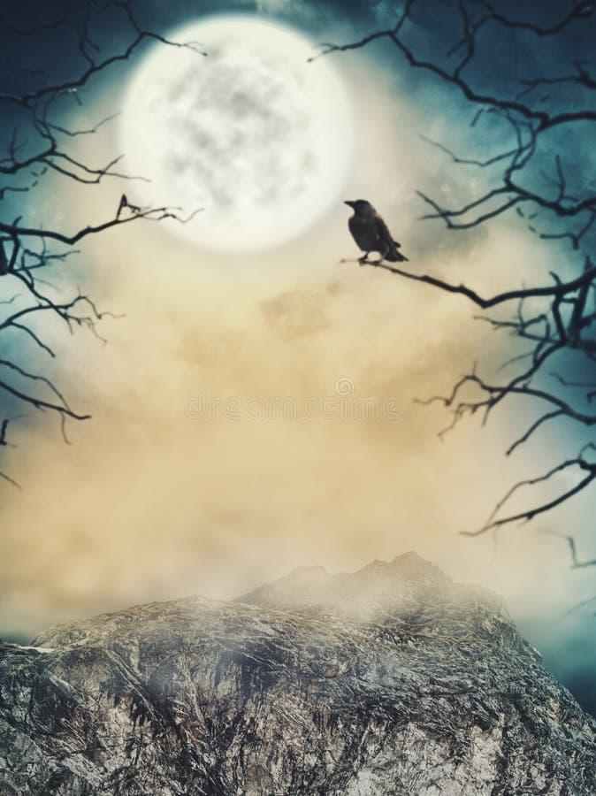 Música de la noche Cielo fantasmagórico con la luna y los árboles muertos imagenes de archivo