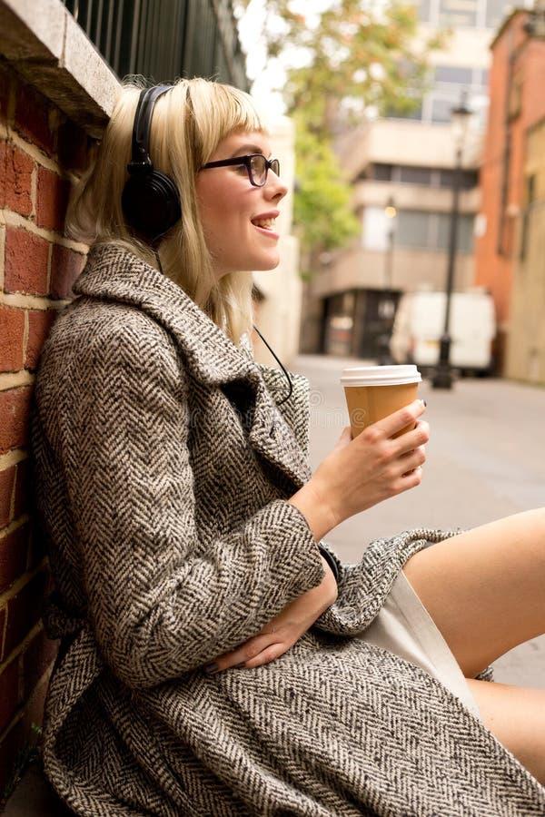 Música e café imagem de stock royalty free