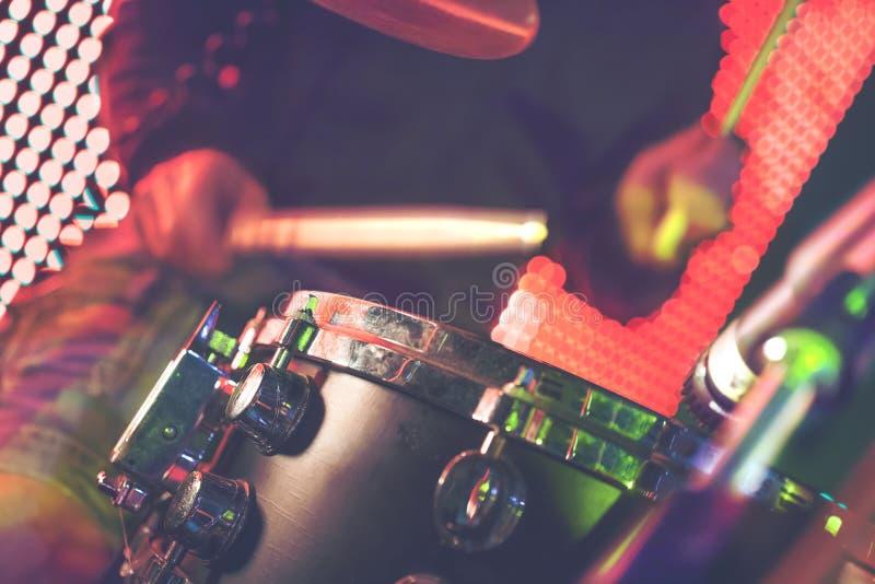Música en directo e instrumento del tambor imágenes de archivo libres de regalías