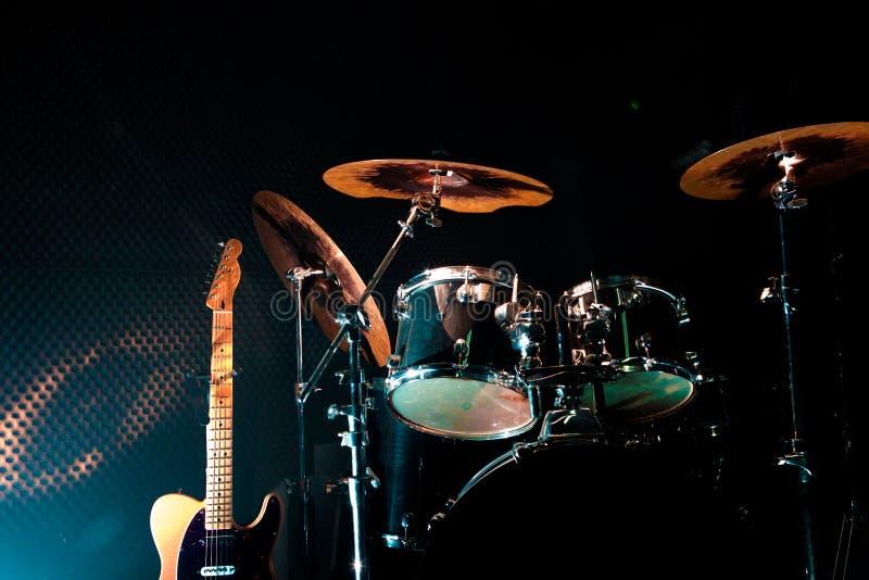 Música en directo e instrumentos fotos de archivo libres de regalías