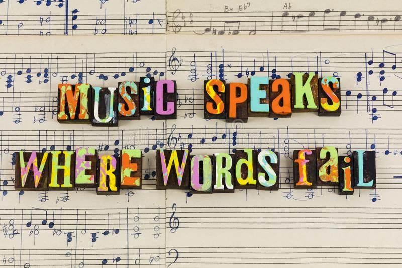 A música fala onde as palavras falham imagens de stock