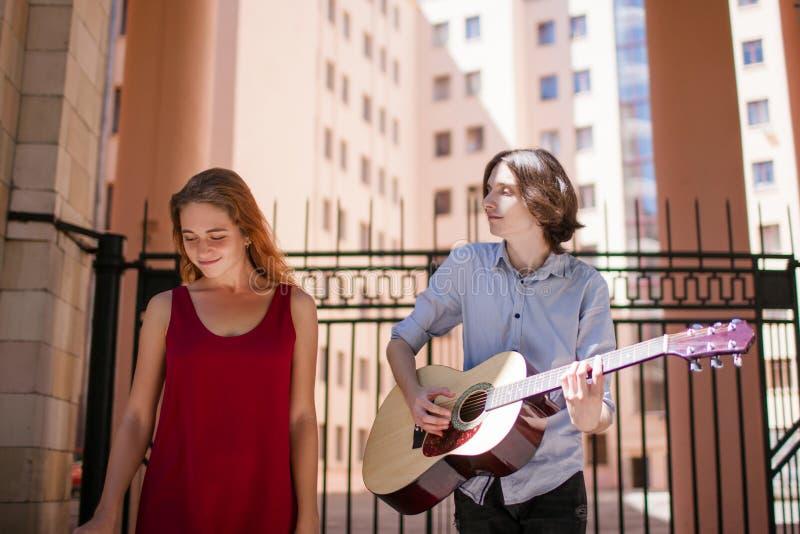 Música indie alternativa do executor da rua fotos de stock