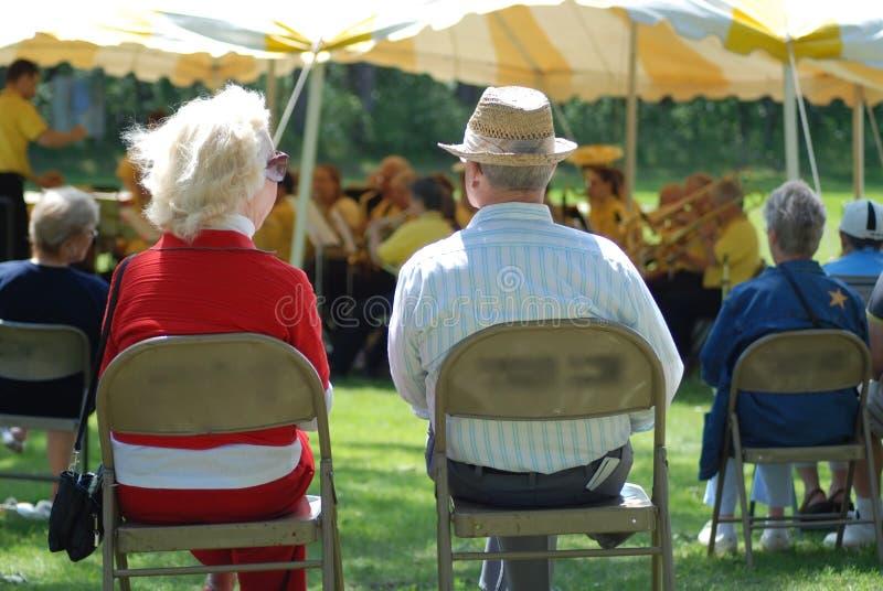 Música no parque imagens de stock royalty free