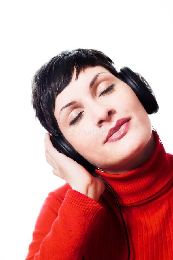 Música que escucha de los auriculares fotos de archivo