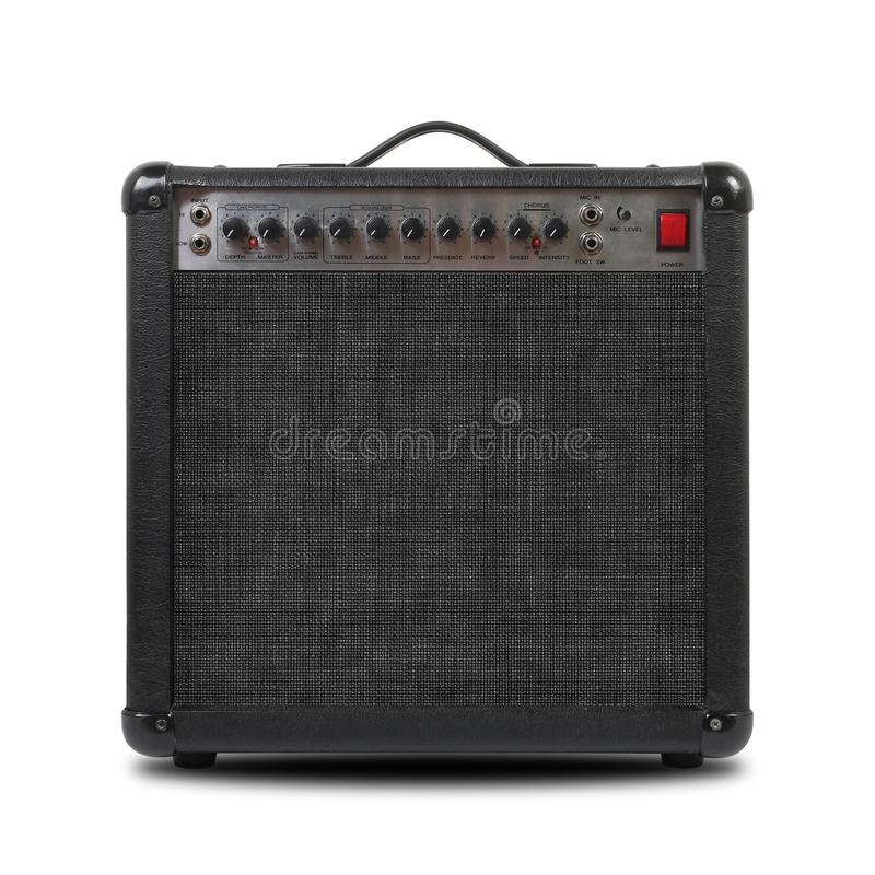 Música y sonido - vista delantera del amplificador de la guitarra aislada imagenes de archivo
