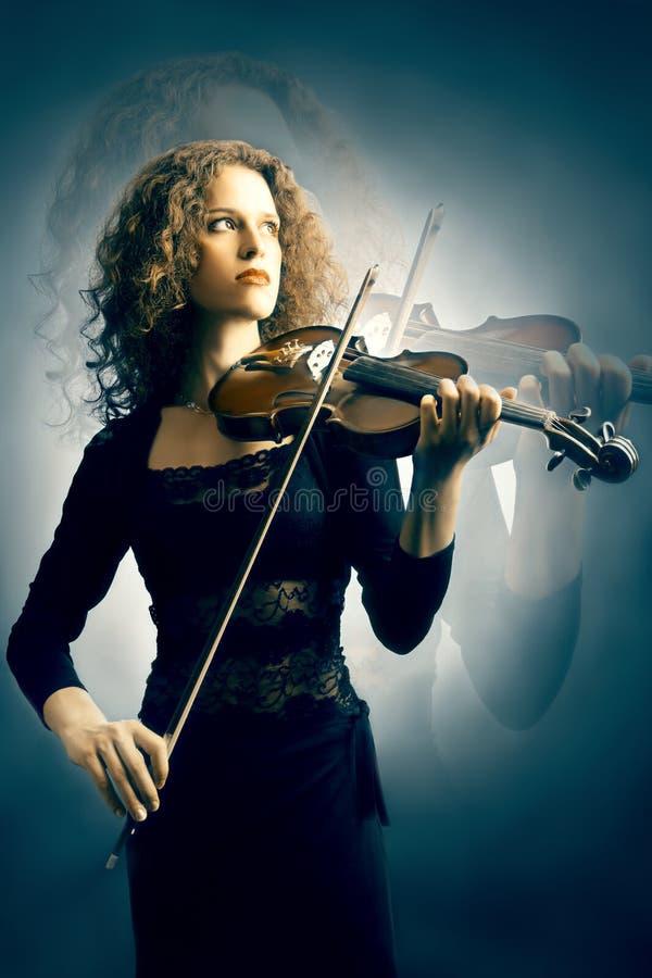 Músico con el violín fotos de archivo