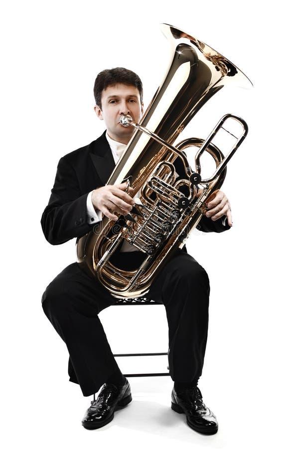 Músico de cobre amarillo del jugador de la tuba aislado fotos de archivo