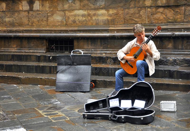 Músico de la calle en Florencia, Italia imágenes de archivo libres de regalías
