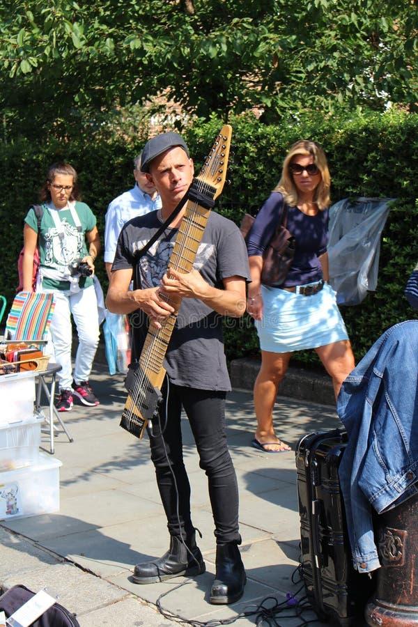Músico de la calle en Notting Hill imagen de archivo libre de regalías