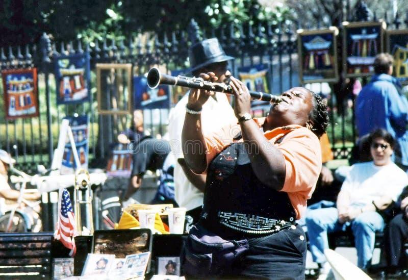 Músico de Nova Orleães que joga na rua 2002 imagem de stock royalty free