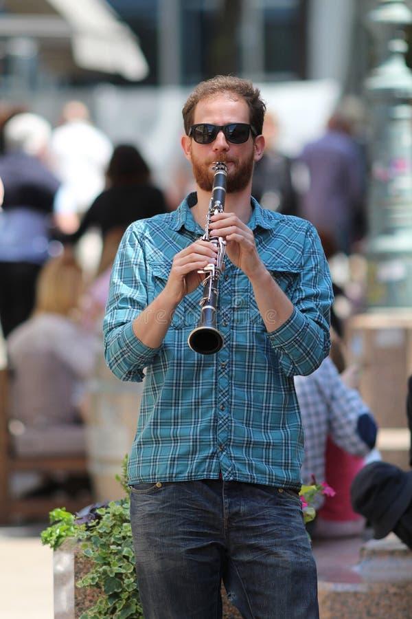 Músico de Zagreb/rua/jogador novo do clarinete imagens de stock