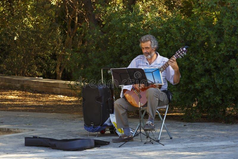 Músico en Atenas, Grecia imagen de archivo libre de regalías