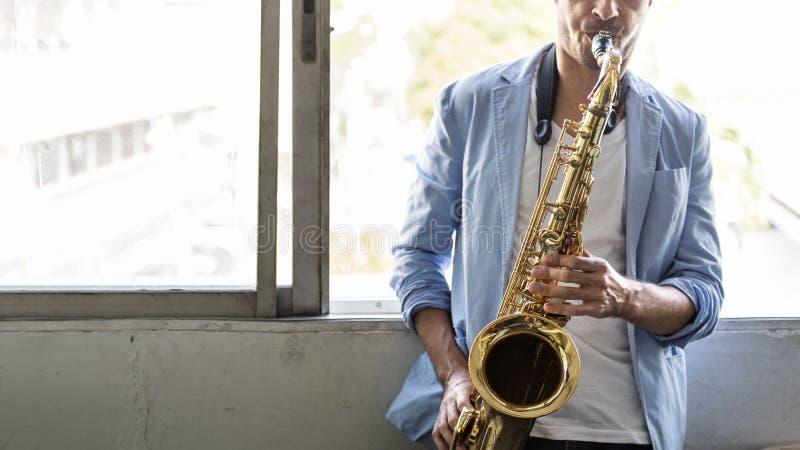 Músico Jazz Instrument Concept de la sinfonía del saxofón foto de archivo