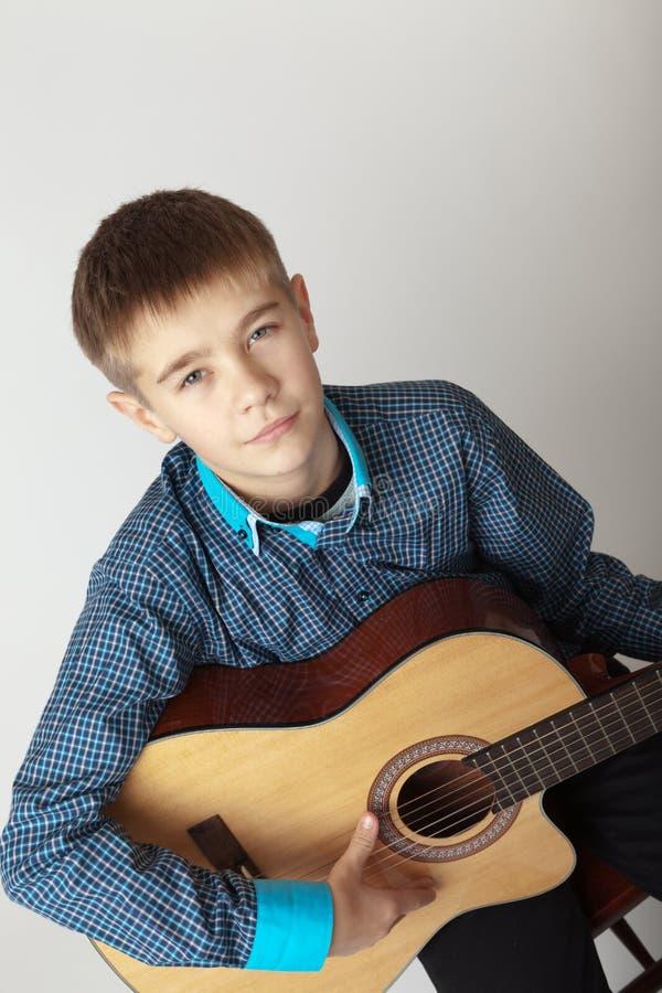 Músico joven foto de archivo