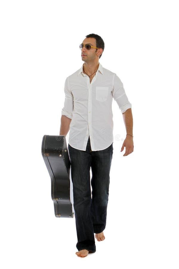 Músico que recorre al concierto siguiente imagen de archivo libre de regalías