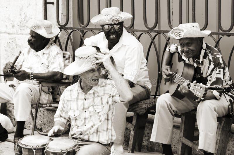 Músicos da rua em Havana, Cuba imagem de stock