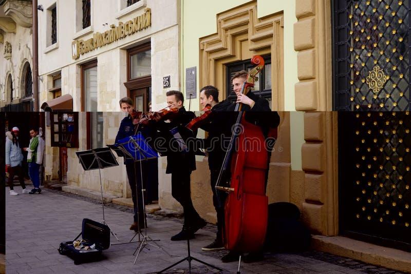 Músicos da rua no centro de Lviv, Ucrânia, imagens de stock royalty free