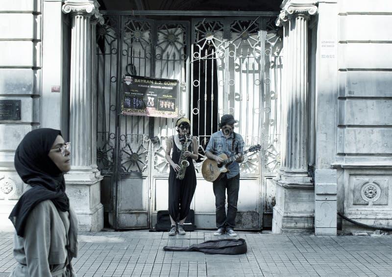 Músicos de jazz de la calle mujer y hombre fotografía de archivo libre de regalías