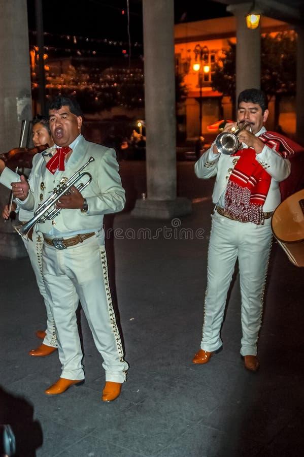 Músicos de la calle del Mariachi imagen de archivo