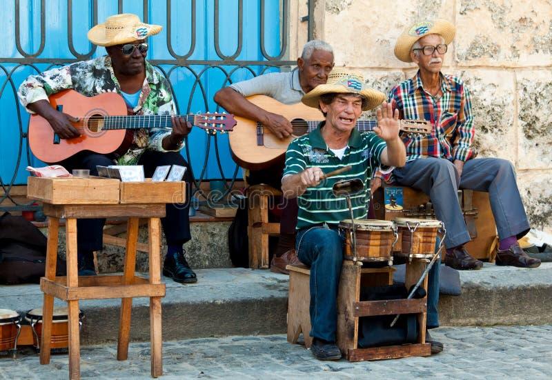 Músicos de la calle en La Habana foto de archivo