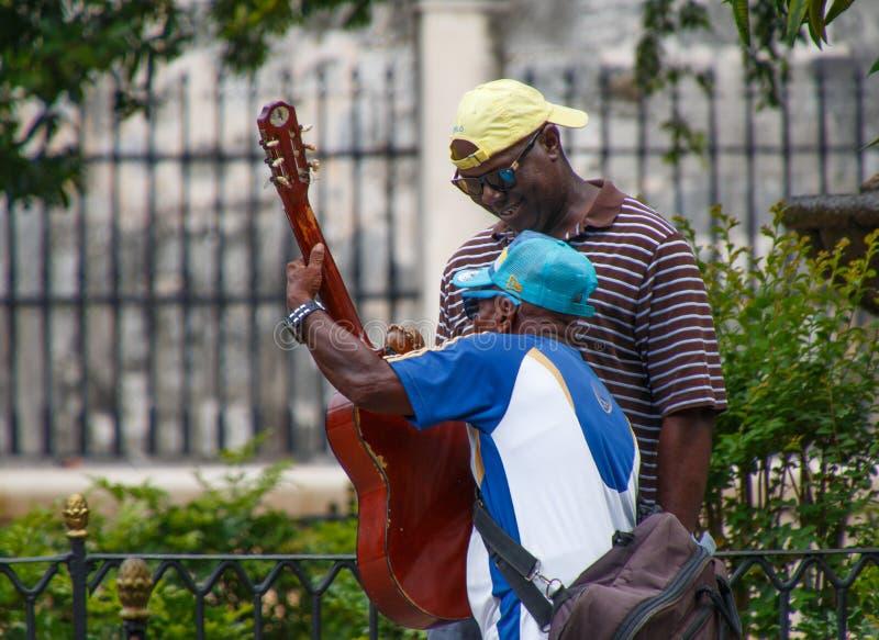 Músicos do cubano da rua imagem de stock royalty free