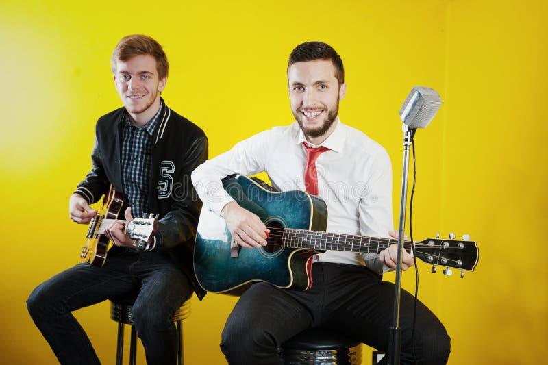 Músicos jovenes imagen de archivo libre de regalías