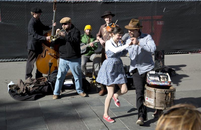 Músicos y bailarines de la calle foto de archivo libre de regalías