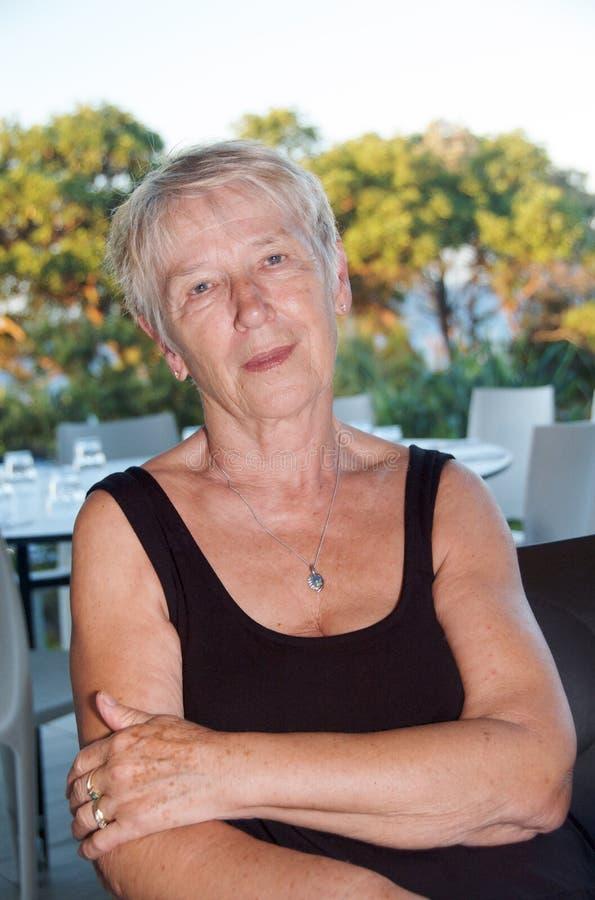 Müde ältere Frau lizenzfreie stockbilder